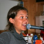 25 juli var det dags för sommarens andra allsångstillfälle med Josefina Magnusson. P g a vädret flyttades evenemanget inomhus.