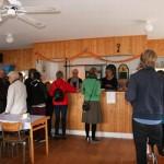 Bra priser och mycket gott att välja på, lockade många besökare till caféet.